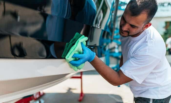fiberglass-boat-cleaning