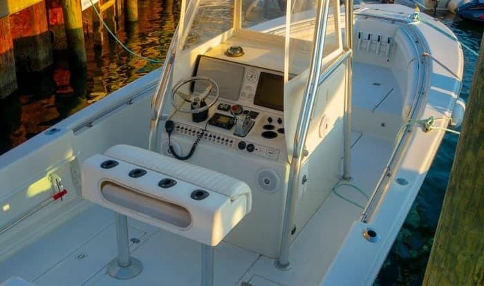 how to clean fiberglass boat deck