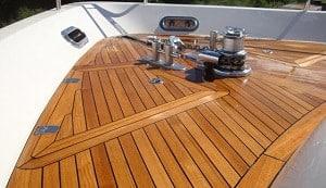 restoring-teak-wood-on-a-boats