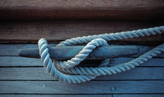 how to tie a boat to a dock post