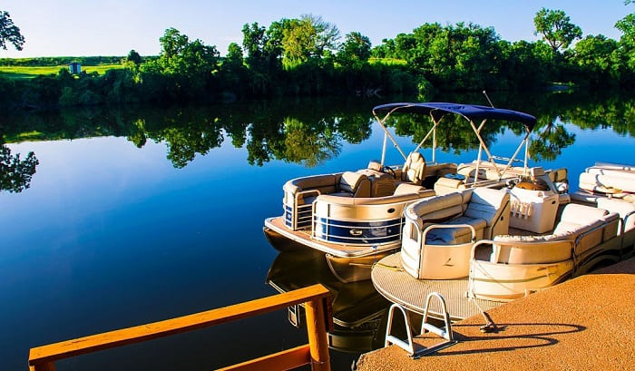 how wide is a pontoon boat